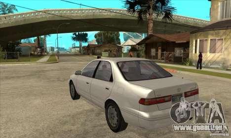 Toyota Camry 2.2 LE 1997 pour GTA San Andreas sur la vue arrière gauche