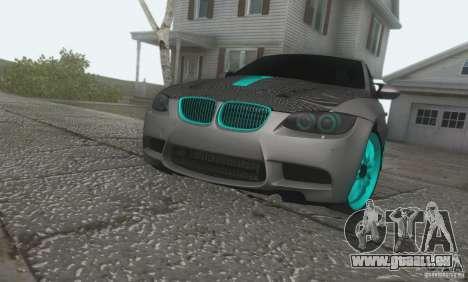 BMW M3 E92 Hellaflush v1.0 pour GTA San Andreas sur la vue arrière gauche