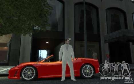 Grand costume gris-blanc pour GTA 4 secondes d'écran