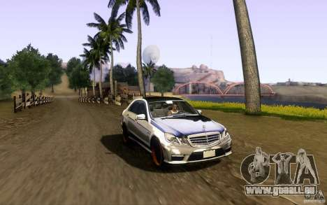 Mercedes Benz E63 DUB pour GTA San Andreas vue de côté