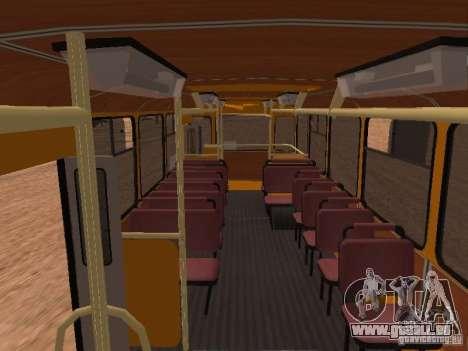 LIAZ 677 pour GTA San Andreas vue intérieure