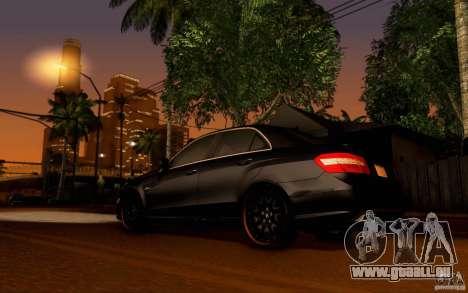 Mercedes Benz E63 DUB pour GTA San Andreas vue de droite