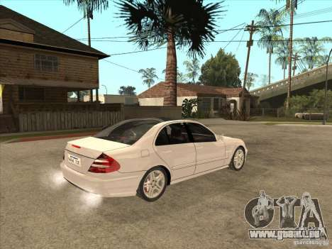 Mercedes-Benz E55 AMG pour GTA San Andreas vue de droite