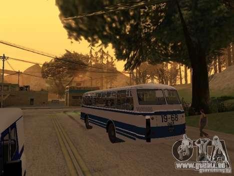 LAZ 695 m pour GTA San Andreas vue arrière