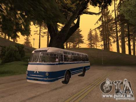 LAZ 695 m pour GTA San Andreas