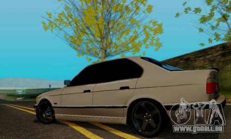 BMW 525 Re-Styling pour GTA San Andreas vue de droite