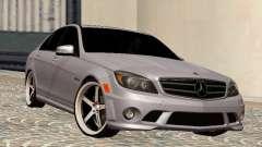 Mercedes-Benz C63 седан pour GTA San Andreas