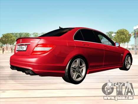 Mercedes-Benz C63 AMG HQLM pour GTA San Andreas sur la vue arrière gauche