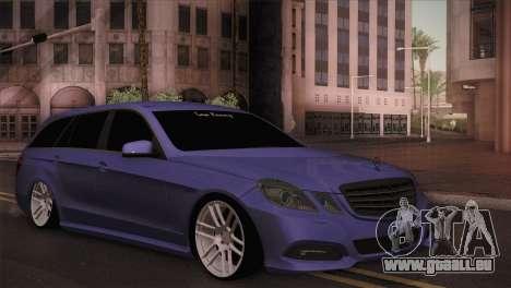 Mercedes-Benz W212 pour GTA San Andreas sur la vue arrière gauche