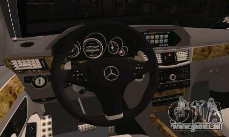 Mercedes-Benz E320 pour GTA San Andreas sur la vue arrière gauche
