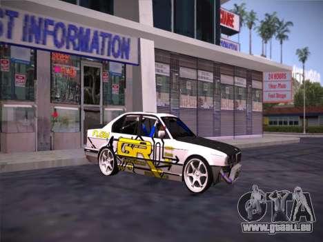 BMW M5 E34 Grip Runners Team pour GTA San Andreas sur la vue arrière gauche