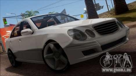 Mercedes-Benz E55 W211 AMG pour GTA San Andreas vue de côté