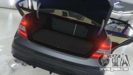 GTA 5 Mercedes-Benz C63 AMG v1 arrière droit vue de côté
