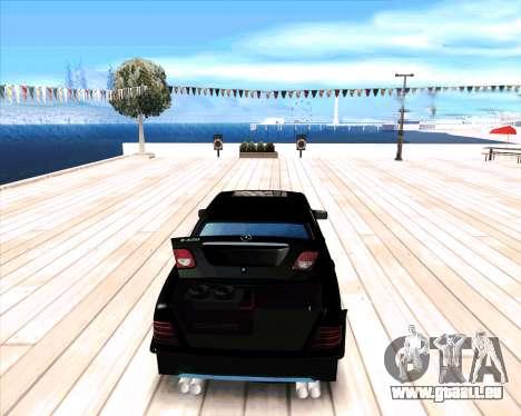 Mercedes Benz E-Class pour GTA San Andreas vue de droite