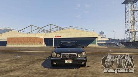 GTA 5 Mercedes-Benz W210 v1.0 arrière droit vue de côté