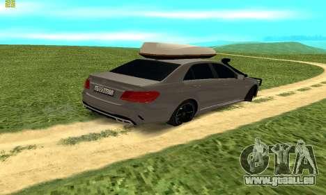 Mercedes Benz E63 AMG pour GTA San Andreas sur la vue arrière gauche