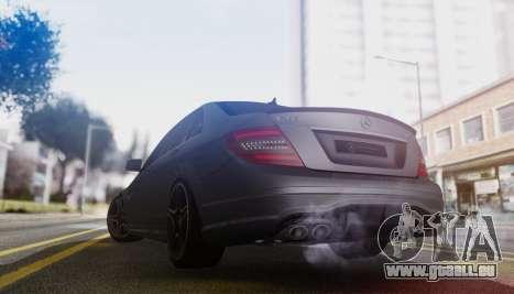 Mercedes-Benz C63 AMG w204 pour GTA San Andreas vue de droite