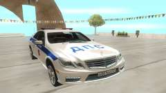 Mercedes-Benz C63 AMG белый pour GTA San Andreas